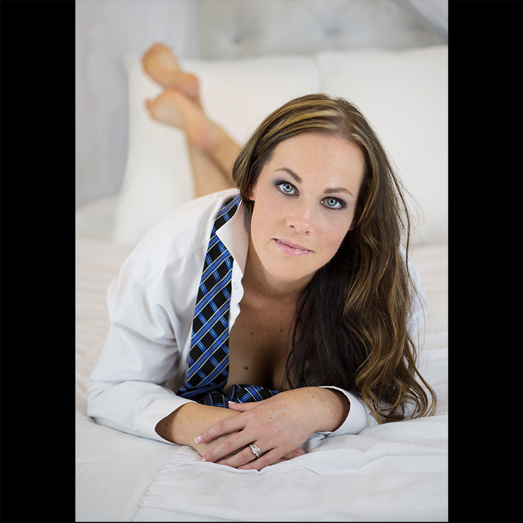 boudoir glamour photographer connecticut ct session beauty
